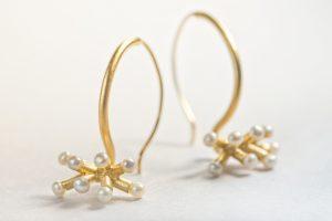 Ohrringe golden mit Perlen