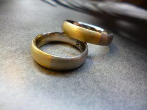 zwei Ringe Gold bicolor